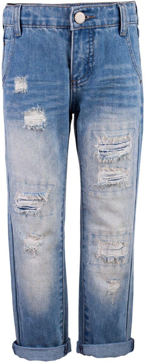 Джинсы для мальчика Button Blue Main, цвет: голубой. 117BBBC6303D200. Размер 98, 3 года117BBBC6303D200Классные джинсы с потертостями и повреждениями — гарантия модного современного образа. Хороший крой, удобная посадка на фигуре подарят мальчику комфорт и свободу движений. Если вы хотите купить ребенку недорогие модные джинсы классического силуэта, модель от Button Blue - прекрасный выбор!