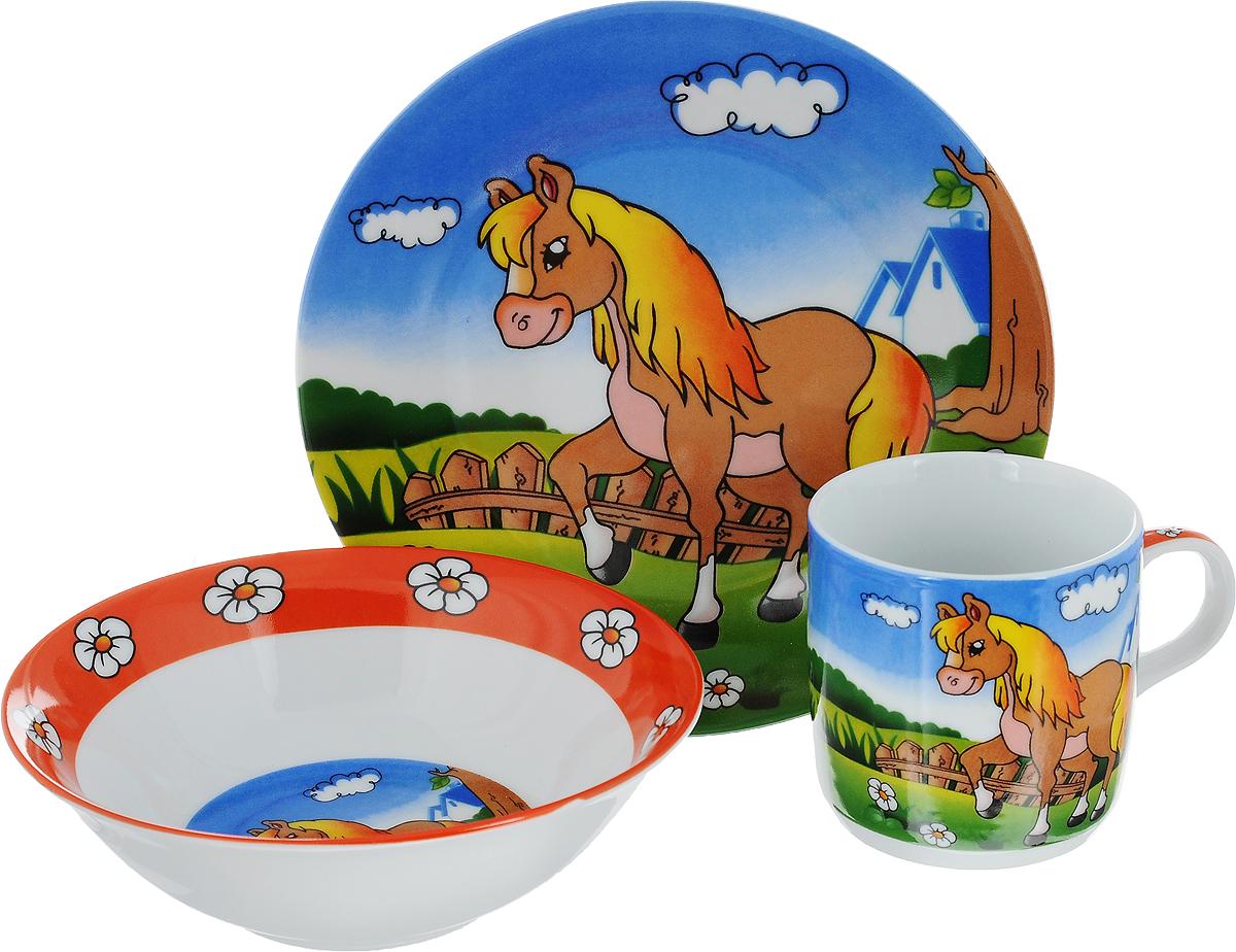 """Набор детской посуды Mayer & Boch """"Лошадка"""" состоит из кружки, салатника и тарелки. Изделия выполнены из качественной глазурованной керамики и оформлены красочными рисунками. Набор подходит для сервировки завтрака, обеда и ужина. В нем есть вся необходимая посуда для вашего малыша. Яркий красочный дизайн обязательно понравится вашему ребенку. Объем кружки: 230 мл. Диаметр кружки: 7,5 см. Высота кружки: 7,5 см. Диаметр салатника (по верхнему краю): 15 см. Высота салатника: 5 см. Диаметр тарелки: 18 см."""