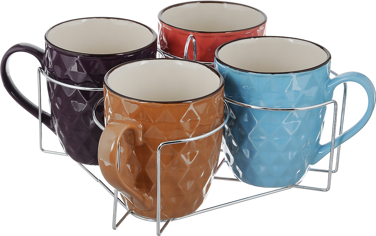 Набор кружек Loraine, на подставке, 390 мл, 5 предметов. 2464524645Набор Loraine состоит из 4 кружек и подставки. Кружки выполнены из высококачественной керамики, покрытой глазурью. Благодаря своим термостатическим свойствам, керамика отлично сохраняет температуру содержимого - морозной зимой кружки будет согревать вас горячим чаем, а знойным летом, напротив, радовать прохладными напитками. Благодаря металлической подставке изделия можно компактно хранить. Кружки выполнены в ярком цветном дизайне, внешние стенки дополнены рельефом. Такой набор создаст атмосферу тепла и уюта, настроит на позитивный лад и подарит хорошее настроение с самого утра. Идеально подходит в подарок близкому человеку. Можно использовать в СВЧ и мыть в посудомоечной машине. Диаметр кружки (по верхнему краю): 9 см.Высота кружки: 10,5 см. Размер подставки: 21 х 21 х 11,5 см.