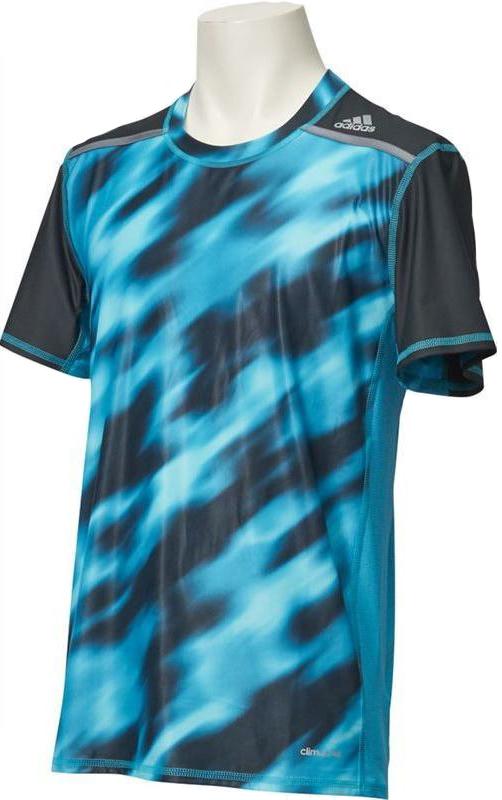 Футболка мужская Adidas, цвет: бирюзовый, черный. BK3551. Размер L (52/54)BK3551Футболка Techfit Chill.Компрессионная футболка с усиленной вентиляцией. Твои тренировки требуют дисциплины, выносливости, умения расставлять приоритеты и следовать за своей целью. В этой футболке ты сможешь добиться еще лучших результатов. Компрессионный крой обеспечивает мышцам дополнительную поддержку, а технология climachill сохраняет освежающее ощущение прохлады, помогая сосредоточиться на спортивных целях. Модель дополнена защитой от УФ-лучей 50+.Благодаря специальной сетчатой ткани и стратегически расположенным алюминиевым точкам технология climachill обеспечивает оптимальный уровень вентиляции и эффективно отводит излишки тепла от тела.Круглый ворот, принт с надписью TECHFIT сзади на воротнике, вставки из двухцветной сетки.Ультрамягкие и стратегически расположенные плоские швы для снижения риска раздражения кожи.Защита от УФ-лучей 50+, логотип Adidas на левом плече.Компрессионный крой для поддержки и уменьшения напряжения в мышцах.