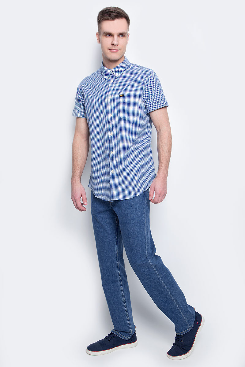 Джинсы мужские Lee, цвет: синий. L45271KX. Размер: 48/50 (33/34)L45271KXСтильные мужские джинсы Lee Brooklyn Straight - джинсы высочайшего качества на каждый день, которые прекрасно сидят. Модель прямого кроя и средней посадки изготовлена из эластичного хлопка. Застегиваются джинсы на пуговицу в поясе и ширинку на застежке-молнии, имеются шлевки для ремня. Спереди модель оформлена двумя втачными карманами и одним накладным кармашком, а сзади - двумя накладными карманами. Эти модные и в тоже время комфортные джинсы послужат отличным дополнением к вашему гардеробу. В них вы всегда будете чувствовать себя уютно и комфортно.