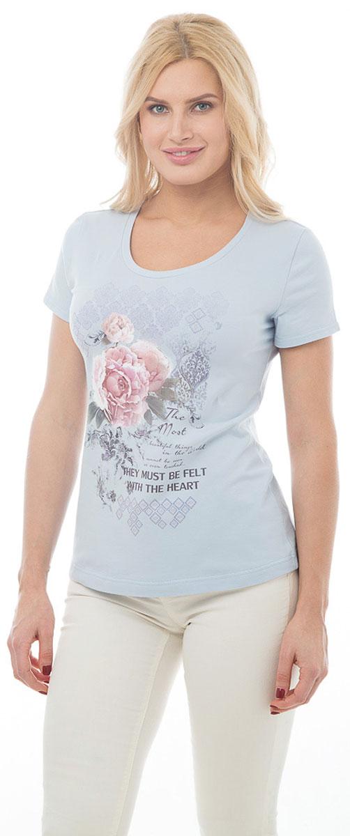 Футболка женская BeGood, цвет: бледно-голубой. BGUZ-975. Размер 44BGUZ-975Стильная женская футболка BeGood изготовлена из высококачественного эластичного хлопка приятного на ощупь. Модель свободного кроя с короткими рукавами и округлым вырезом горловины оформлена цветочным принтом и надписями. Такая футболка великолепно дополнит летний гардероб и поможет вам создать романтичный и нежный образ.