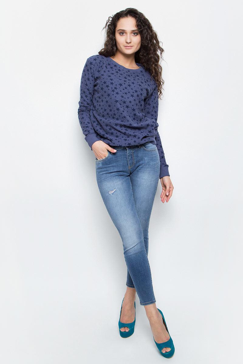 Джинсы женские Wrangler, цвет: голубая джинса. W28MLU86J. Размер 26-32 (42-32)W28MLU86JСтильные женские джинсы Wrangler станут отличным дополнением к вашему гардеробу. Джинсы модели-скинни выполнены из сочетания качественных материалов. Изделие мягкое и приятное на ощупь, не сковывает движения и позволяет коже дышать. Модель на поясе застегивается на пуговицу и ширинку на застежке-молнии, а также предусмотрены шлевки для ремня. Спереди расположены два втачных кармана и один секретный кармашек, а сзади - два накладных кармана. Изделиеукрашено нашивкой с названием бренда и модными потертостями.