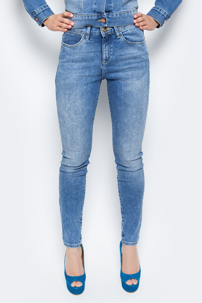 Купить Джинсы женские Wrangler, цвет: сине-голубой. W27HX794O. Размер 27-32 (42/44-32)