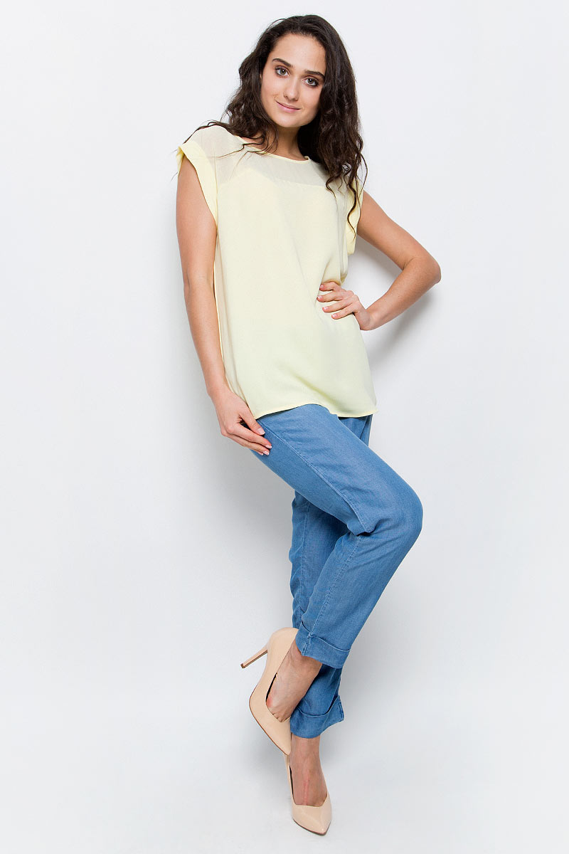 Блузка женская Baon, цвет: бледно-желтый. B197036_Cold Butter. Размер L (48)B197036_Cold ButterСтильная блузка Baon займет достойное место в вашем гардеробе. Модель выполнена из легкого полиэстера. Блузка свободного кроя с круглым вырезом горловины и короткими цельнокроеными рукавами по верху декорирована кокеткой из полупрозрачного материала. Лаконичная блузка поможет создать оригинальный женственный образ!