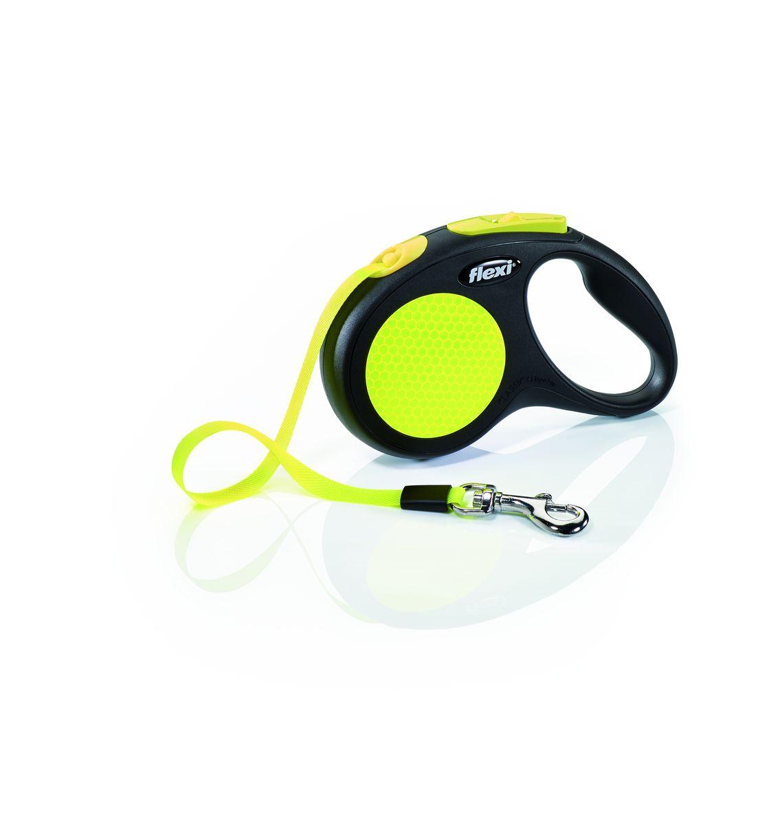 Поводок-рулетка Flexi Neon New Classic S, лента, для собак весом до 15 кг, 5 м23518Компактная рулетка карманного формата для собак мелких и средних пород весом до 15 кг.Рулетка очень проста в использовании.Лента поводка автоматически сматывается и поводок в процессе использования не провисает, не касается грунта и таким образом не пачкается и не перетирается. Поводок не нужно подбирать руками когда питомец подошел ближе, таким образом Ваши руки всегда чистые. Корпус выполнен в двух материалах: полированном и матовом, двуцветный ремень с благородной кожаной отделкой является отличным дополнением. Хромированная застежка прослужит вам долгие годы. Длина ременного поводка 5 м.