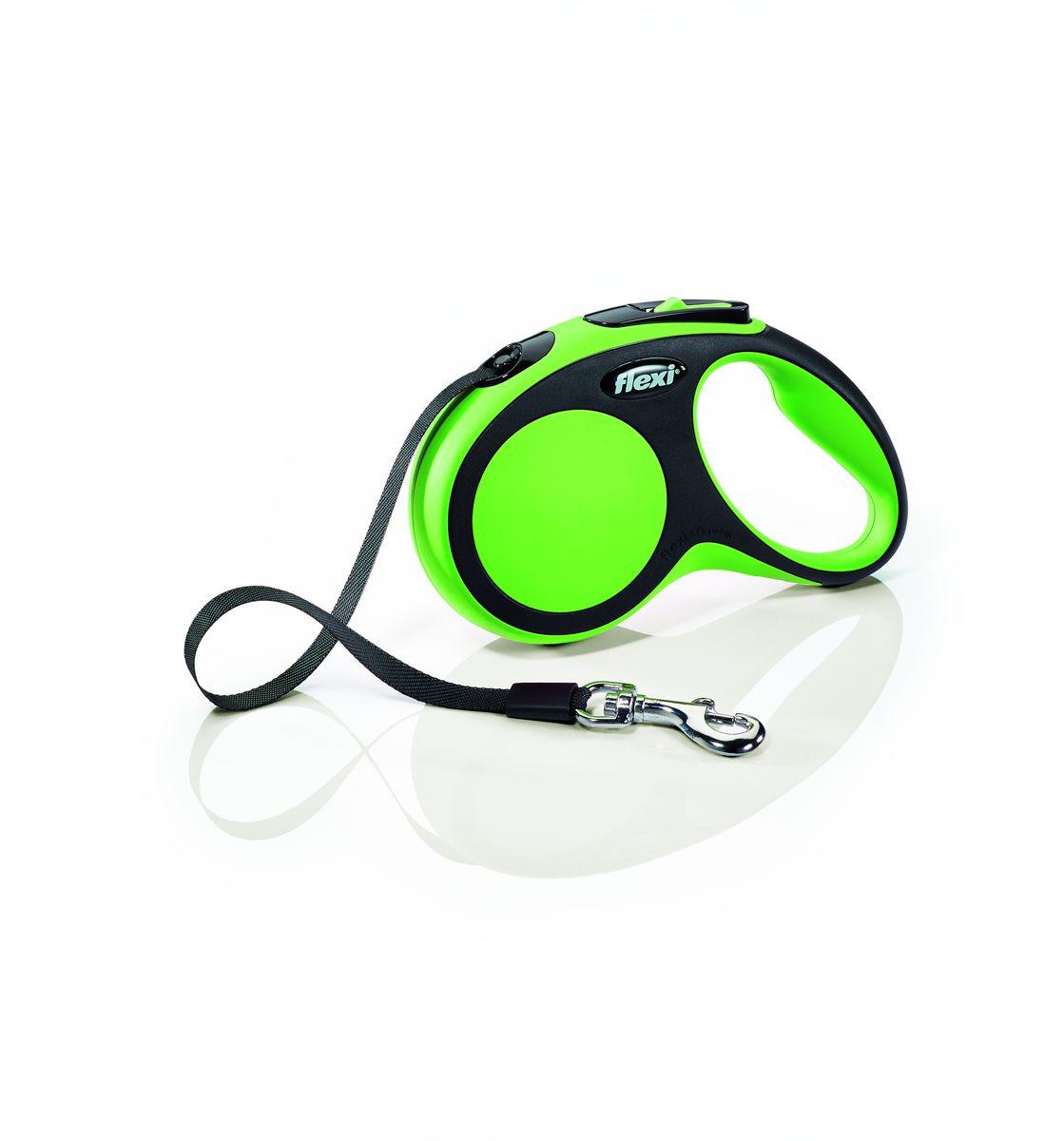 Поводок-рулетка Flexi New Comfort S, лента, для собак весом до 15 кг, цвет: черный, зеленый, 5 м28124Ленточный поводок-рулетка обеспечивает собаке свободу движения, что идет на пользу здоровью и радует Вашего четвероногого друга. Рулетка очень проста в использовании. Оснащена кнопками кратковременной и постоянной фиксации. Рулетку можно оснастить - мультибоксом для лакомств или пакетиков для сбора фекалий, LED подсветкой корпуса.Прочный корпус, хромированная застежка и светоотражающие элементы.Лента поводка автоматически сматывается и поводок в процессе использования не провисает, не касается грунта и таким образом не пачкается и не перетирается. Поводок не нужно подбирать руками когда питомец подошел ближе, таким образом Ваши руки всегда чистые. Максимальный вес питомца: 15 кг.Длина: 5 м