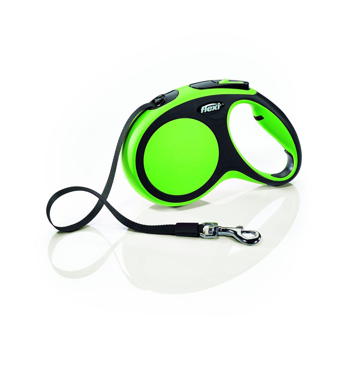Поводок-рулетка Flexi New Comfort, лента, для собак весом до 25 кг, цвет: черный, зеленый, 5 м. Размер М28223Ленточный поводок-рулетка Flexi New Comfort обеспечивает собаке свободу движения, что идет на пользу здоровью и радует вашего четвероногого друга. Рулетка очень проста в использовании. Оснащена кнопками кратковременной и постоянной фиксации. Рулетку можно оснастить мультибоксом для лакомств или пакетиков для сбора фекалий, LED подсветкой корпуса.Прочный корпус, хромированная застежка и светоотражающие элементы.Лента поводка автоматически сматывается, и поводок в процессе использования не провисает, не касается грунта и таким образом не пачкается и не перетирается. Поводок не нужно подбирать руками, когда питомец подошел ближе, таким образом ваши руки всегда чистые. На рукоятке имеется колесико позволяющее адаптировать размер рукоятки под размер руки.Максимальный вес питомца: 25 кг.Длина: 5 м.