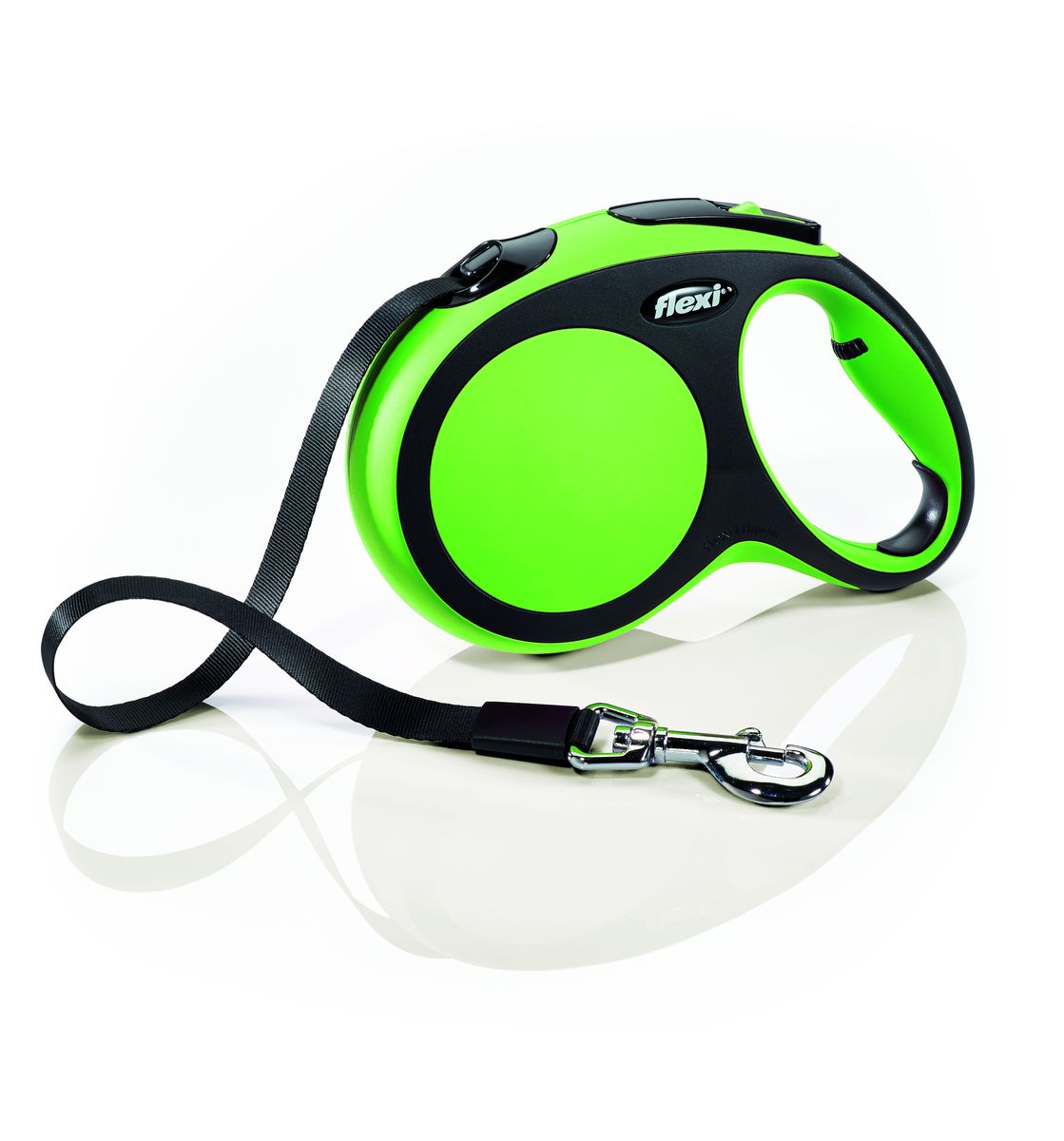Поводок-рулетка Flexi New Comfort L, лента, для собак весом до 60 кг, цвет: черный, зеленый, 5 м28322Ленточный поводок-рулетка обеспечивает собаке свободу движения, что идет на пользу здоровью и радует Вашего четвероногого друга. Рулетка очень проста в использовании. Оснащена кнопками кратковременной и постоянной фиксации. Рулетку можно оснастить - мультибоксом для лакомств или пакетиков для сбора фекалий, LED подсветкой корпуса.Прочный корпус, хромированная застежка и светоотражающие элементы.Лента поводка автоматически сматывается и поводок в процессе использования не провисает, не касается грунта и таким образом не пачкается и не перетирается. Поводок не нужно подбирать руками когда питомец подошел ближе, таким образом Ваши руки всегда чистые. На рукоятке имеется регулировка размера для адаптации под размер рукиМаксимальный вес питомца: 60 кгДлина: 5 м