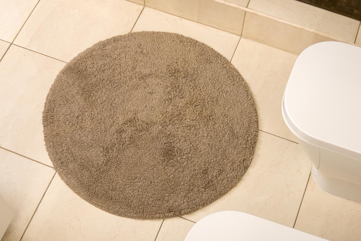 Коврик для ванной Karna Modalin. Corcus, цвет: коричневый, 75 х 75 см5041/CHAR001Коврики для ванной Karna изготовлены из 100% хлопка.Махровое изделие отлично впитывает воду и быстро сохнет. На впитывающие качества махры (ее гигроскопичность) влияет состав волокон. Махра абсолютно не аллергенна, имеет высокую воздухопроницаемость и долгий срок использования ткани.