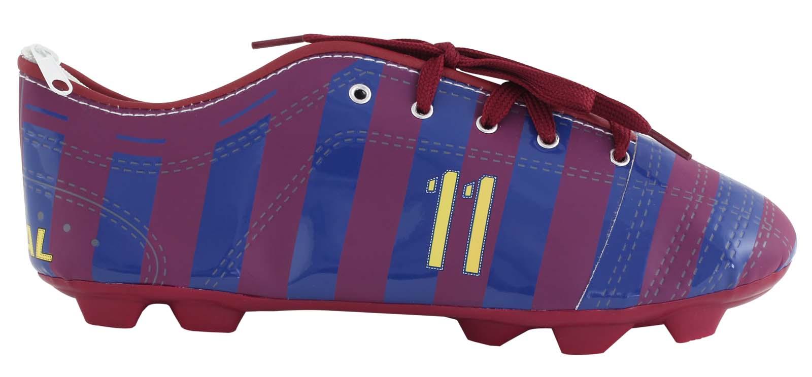 Target Collection Пенал FC Barcelona17529Пенал Target Collection FC Barcelona станет не только практичным, но и стильным аксессуаром для любого школьника. Пенал из прочного полиэстера выполнен в виде бутсы и состоит из одного вместительного отделения, закрывающегося на застежку-молнию. Пенал дополнен шнуровкой.Такой пенал станет незаменимым помощником для школьника, с ним ручки и карандаши всегда будут под рукой и больше не потеряются.