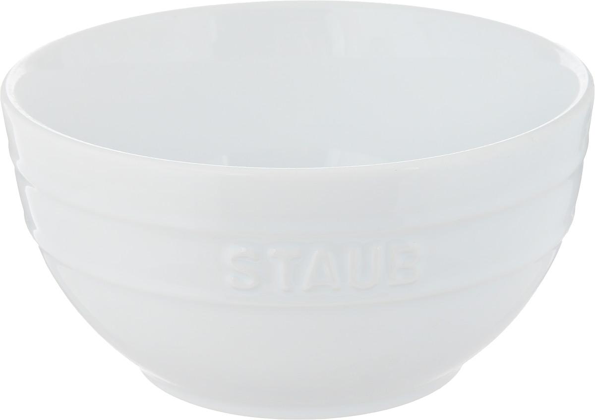 Миска Staub, цвет: белый, диаметр 17 см40511-128Миска Staub изготовлена из глины, покрытой эмалью из стеклянного порошка. Изделие очень функциональное, оно пригодится на кухнедля самых разнообразных нужд: в качестве салатника, миски, тарелки.Можно мыть в посудомоечной машине.Можно использовать в духовке, микроволновой печи и морозильной камере.Диаметр миски (по верхнему краю): 17 см. Высота стенки: 9 см. Объем: 1,2 л.