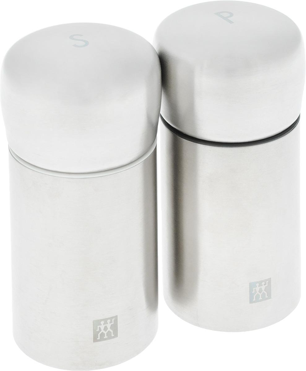 Набор мельниц для соли и перца Zwilling, 2 шт39500-025Набор Zwilling состоит из двух механических мельниц, которыебыстро и качественно перемелют любые специи.Корпус изделия выполнен из нержавеющей стали, а измельчающий механизм из керамики.Мельницы могут помолоть все приправы, в том числе перецгорошком и крупную морскую соль.Стильный и практичный набор мельниц станет незаменимым на вашей кухне. Высота мельницы: 10 см. Диаметр основания: 4,7 см.
