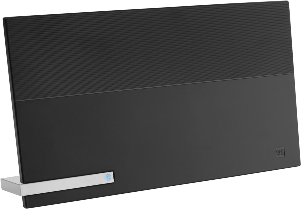 One For All SV9480 Premium Line, комнатная ТВ антеннаSV9480Лежа, стоя или на стене, One For All SV9480 Premium Line будет вписываться в любой интерьер. Может принимать всеваши любимые каналы в 4К Ultra HD, будь то телевидение (DVB-T/Т2) или радио (DAB+). Уникальная автоматическаярегулировка усиления обеспечивает оптимальное усиление в любом месте. Для лучшей производительности One For All рекомендуют использовать эту антенну в пределах 25 км отближайшего передатчика.Необходимый уровень усиления изменяется время от времени. Автоматическая регулировка усиленияобеспечивает правильный уровень усиления все время. Минимальное вмешательство помех благодаря активнымфильтрам подавления шума. В том числе 4G и GSM фильтры для кристально чистого приема.Для приема цифрового эфирного телевидения необходим телевизор с поддержкой стандарта DVB-T2. Если утелезрителя аналоговый приемник, то нужна цифровая приставка стандарта DVB-T2.Работа с радиодиапазонами VHF и UHF Коэффициент шума: 3,5 дБ Коэффициент усиления: 48 дБ Угол приёма: 360 градусов Длина коаксиального кабеля: 1,5 метра Волновое сопротивление: 75 Ом Активное шумоподавление