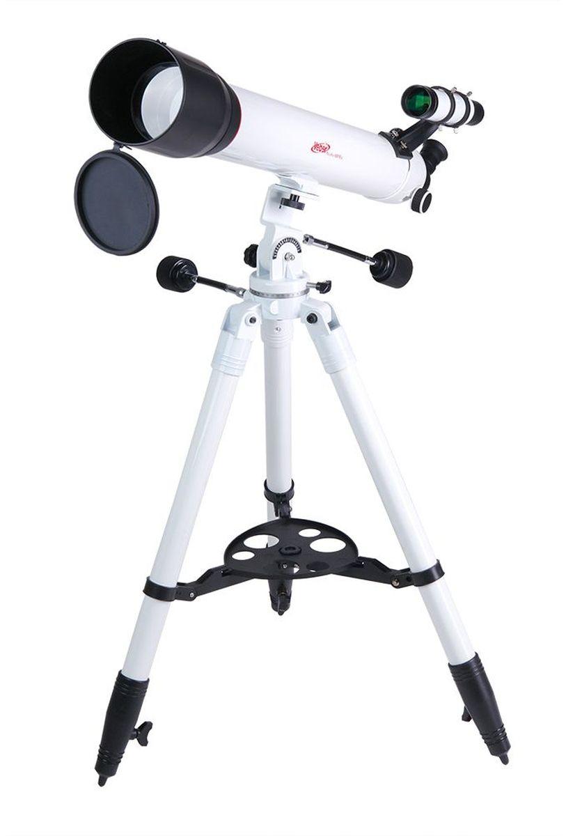 Veber 900/90 AZ PolarStar телескоп23706Телескоп Veber Polarstar 900/90 AZ — это солидный линзовый телескоп (рефрактор), который дает четкое, контрастное изображение.Просветленный ахроматический объектив с диаметром 90 мм, собирает света на 60% больше, чем 70 мм и позволяет наблюдать не только небесные, но и очень удаленные земные объекты. Картинка резкая, без окрашенности изображения по краю поля зрения. В этот телескоп вы сможете увидеть детали на дисках планет, кратеры Луны, многие туманности и звездные скопления (вплоть до 13 м звездной величины). Для земных наблюдений рекомендуется использовать окуляр К20, с которым увеличение телескопа будет 45х, при этом ближняя точка фокусировки составит 22,5 м.Обратите внимание, этот телескоп дает прямое (не перевернутое) изображение. Кроме того, наличие в окулярном блоке оборачивающей призмы (а не диагонального зеркала, как в аналогичных моделях других фирм), делает изображение не зеркальным (где левое и правое меняются местами), а таким, каким вы видите его невооруженным глазом. Для удобства наблюдения (из положения стоя или сидя), окулярную часть вместе с призмой можно поворачивать, 8 фиксированных положений. С помощью искателя (входит в комплект, увеличение 6х, крепится к телескопу) можно быстро навестись на цель наблюдения.Телескоп снабжен азимутальной монтировкой AZ (металл). Такой монтировкой удобнее пользоваться, если вы наблюдаете наземные объекты. Две рукоятки позволяют точно наводиться на объект и управлять приборомпо вертикали и по горизонтали. Имеется фиксатор найденного положения.Телескоп поставляется со стальным штативом с возможностью регулировки высоты. Распорки для ножек служат не только для повышения устойчивости, но и в качестве подставки под полочку для аксессуаров (идет в комплекте). Сумка для переноски, в которую укладывается весь комплект, позволяет безопасно (для оптики и внешнего вида) транспортировать прибор для выездов на природу или при походах в гости.