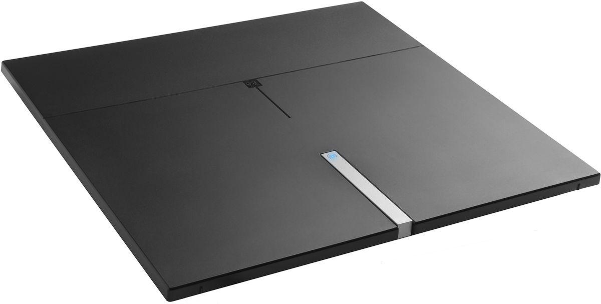 One For All SV9490 Premium Line, комнатная ТВ антеннаSV9490Лежа, стоя или на стене, One For All SV9490 Premium Line будет вписываться в любой интерьер. Может принимать все ваши любимые каналы в 4К Ultra HD, будь то телевидение (DVB-T/Т2) или радио (DAB+). Уникальная автоматическая регулировка усиления обеспечивает оптимальное усиление в любом месте. Для лучшей производительности One For All рекомендуют использовать эту антенну в пределах 25 км от ближайшего передатчика.Необходимый уровень усиления изменяется время от времени. Автоматическая регулировка усиления обеспечивает правильный уровень усиления все время. Минимальное вмешательство помех благодаря активным фильтрам подавления шума. В том числе 4G и GSM фильтры для кристально чистого приема.Для приема цифрового эфирного телевидения необходим телевизор с поддержкой стандарта DVB-T2. Если у телезрителя аналоговый приемник, то нужна цифровая приставка стандарта DVB-T2.Работа с радиодиапазонами VHF и UHFКоэффициент шума: 3,5 дБКоэффициент усиления: 52 дБУгол приёма: 360 градусовДлина коаксиального кабеля: 3 метраАктивное шумоподавление