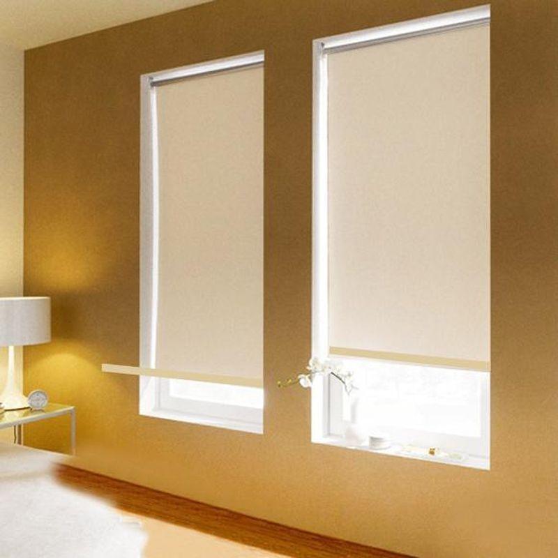 Штора рулонная Эскар Blackout, светоотражающая, цвет: бежевый, ширина 80 см, высота 170 см89009080170Рулонными шторами можно оформлять окна как самостоятельно, так и использовать в комбинации с портьерами. Это поможет предотвратить выгорание дорогой ткани на солнце и соединит функционал рулонных с красотой навесных.Преимущества применения рулонных штор для пластиковых окон:- имеют прекрасный внешний вид: многообразие и фактурность материала изделия отлично смотрятся в любом интерьере; - многофункциональны: есть возможность подобрать шторы способные эффективно защитить комнату от солнца, при этом она не будет слишком темной.- Есть возможность осуществить быстрый монтаж.ВНИМАНИЕ! Размеры ширины изделия указаны по ширине ткани!Во время эксплуатации не рекомендуется полностью разматывать рулон, чтобы не оторвать ткань от намоточного вала.В случае загрязнения поверхности ткани, чистку шторы проводят одним из способов, в зависимости от типа загрязнения: легкое поверхностное загрязнение можно удалить при помощи канцелярского ластика; чистка от пыли производится сухим методом при помощи пылесоса с мягкой щеткой-насадкой; для удаления пятна используйте мягкую губку с пенообразующим неагрессивным моющим средством или пятновыводитель на натуральной основе (нельзя применять растворители).