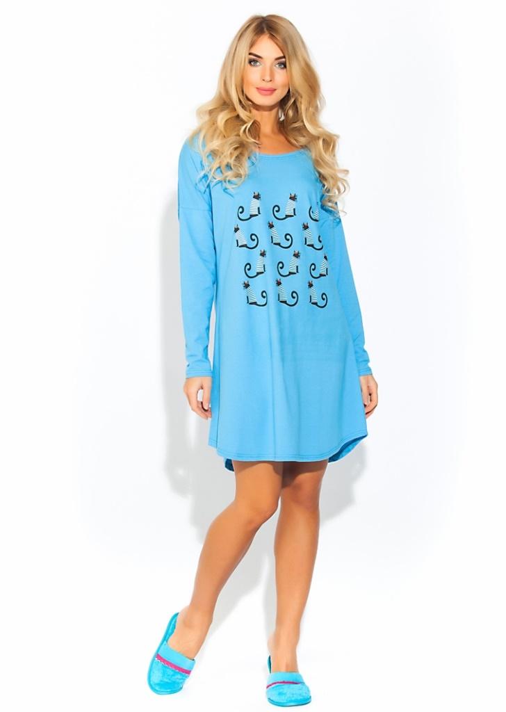 Ночная рубашка Evateks, цвет: голубой. 1424. Размер 50/521424Уютная и нежная ночная рубашка Evateks выполнена из натурального хлопка. Это универсальная вещь: ее можно использовать как ночную сорочку для приятного сна, летнюю тунику для дома или пляжа, или как отличный вариант одежды в дорогу. Стильное сочетание нежно-розового цвета с оригинальным принтом. Свободный, чуть приталенный силуэт, длинный рукав, скругленные снизу полы изделия, широкий ворот, который при желании можно слегка приспустить на плечо.