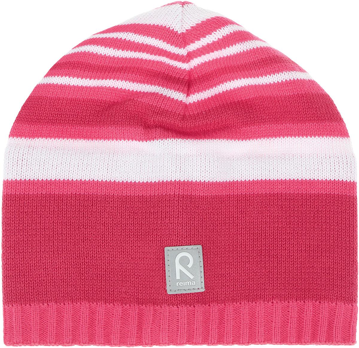 Шапка детская Reima Datoline, цвет: розовый, белый. 528510336A. Размер 50528510336AУдобная трикотажная шапка из хлопка подойдет на все случаи жизни. Полуподкладка из хлопчатобумажного трикотажа гарантирует тепло, а ветронепроницаемые вставки между верхним слоем и подкладкой защищают уши. Светоотражающая эмблема спереди позволяет лучше разглядеть ребенка после захода солнца.