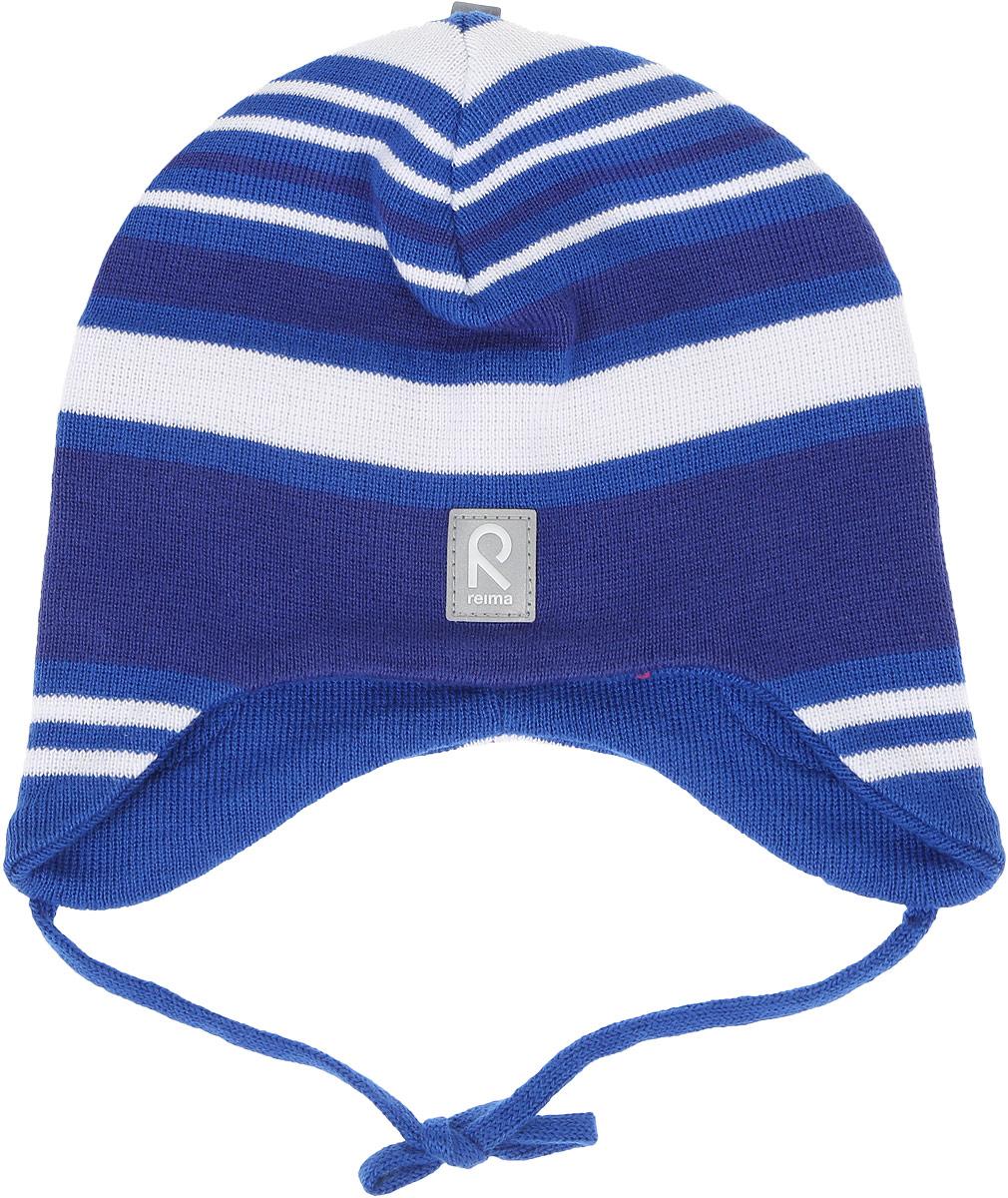 Шапка детская Reima Aqueous, цвет: синий, белый. 518393A. Размер 46518393AВязаная шапочка для малышей подходит на все случаи жизни. Благодаря классическому дизайну, она отлично сочетается с различными вариантами одежды. Полуподкладка из хлопчатобумажного трикотажа гарантирует тепло, а ветронепроницаемые вставки между верхним слоем и подкладкой защищают уши. Осенью рано темнеет, поэтому светоотражающие детали обеспечат дополнительную безопасность.
