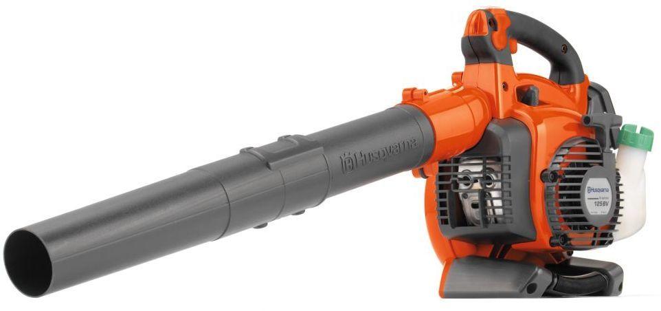 Воздуходув-пылесос Husqvarna 125 BVX9527156-45Удобный и эффективный воздуходув Husqvarna 125 BVX с мощным воздушным потоком и функцией пылесоса предназначен для уборки листвы и прочего садового мусора. Низкий уровень шума обеспечивает комфортную работу. Раструб с уникальным дизайном обеспечивает хорошую сбалансированность и легкость маневрирования.Особенности: E-TECH II - низкий уровень выбросов в отработанных газахУдобные и приятные на ощупь рукоятки с мягкой вставкойТопливоподкачивающий насос облегчает запускБлокировка дроссельной заслонки - скорость вентилятора может быть установлена на желаемом уровне для облегчения управленияПрозрачный топливный бак.