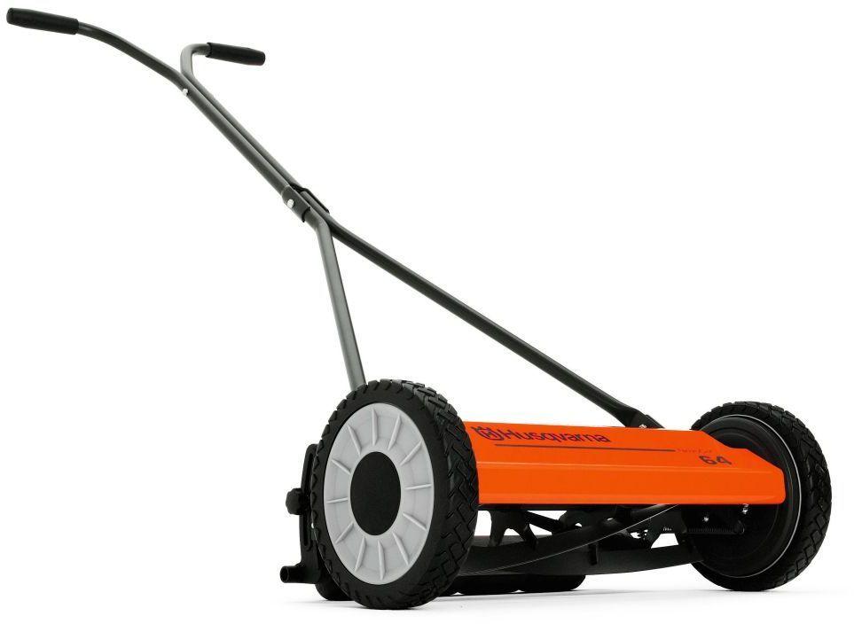 """Газонокосилка Husqvarna """"64 Novo Cut"""" обладает уникальной особенностью - высота стрижки регулируется от 12 до 55 мм. Она позволяет с легкостью стричь даже высокую траву. Ширина скашивания составляет 40 см. Идеально подходит для редко обрабатываемых газонов.Особенности: Сверхпрочные металл. режущие ножиКоличество ножей - 5штПлавная регулировка высоты стрижки до 55ммПрочные колесаВозможность установки травосборника (дополнительное оборудование)."""