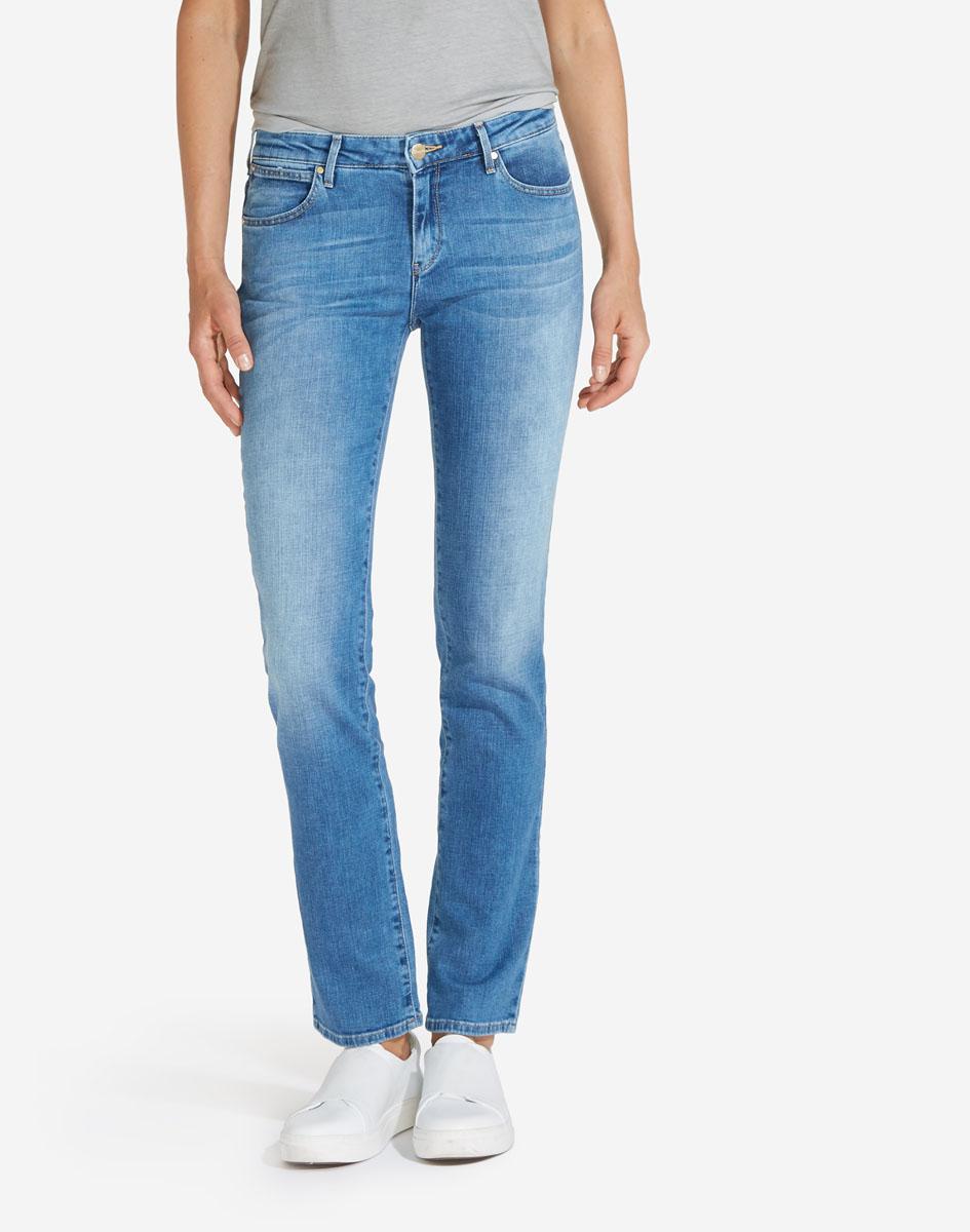 Джинсы женские Wrangler Straight, цвет: синий. W28T9194O. Размер 31-32 (46/48-32) джинсы женские wrangler цвет темно синий w27hcw51l размер 29 32 44 46 32