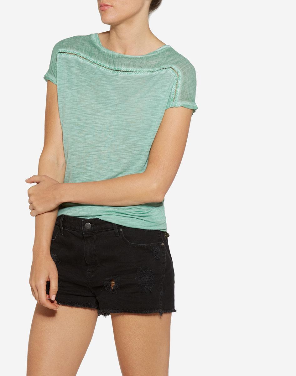 Футболка женская Wrangler, цвет: светло-зеленый. W7327E1SI. Размер L (46)W7327E1SIСтильная футболка от бренда Wrangler изготовлена из натурального хлопка. Модель имеет круглый вырез горловины и короткий цельнокроенный рукав. Оформлена футболка в лаконичном стиле.