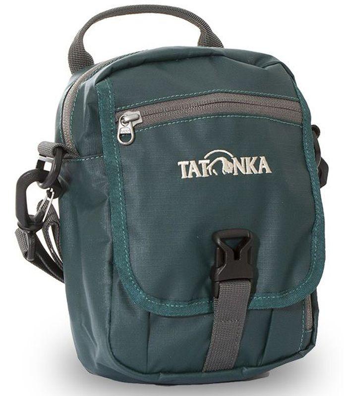 Сумка на плечо Tatonka Check in Clip, цвет: темно-зеленый, 22 x 15 x 7 смDI.2966.190Универсальная дорожная сумочка Tatonka Check in Clip выполнена из водоотталкивающей ткани. Изделие подходит для хранения документов и полезных мелочей в путешествии. Сумочка, которую можно носить как на плече, так и на поясе, располагает большим основным отделением с двумя молниями, множеством кармашков и мини-органайзером. Крышка-клапан фиксируется фастексом. Особенности: - петли для переноски на поясе; - съемный плечевой ремень; - ручка для переноски;- удобный органайзер;- множество продуманных отделений;- прочный материал; - фирменный логотип.