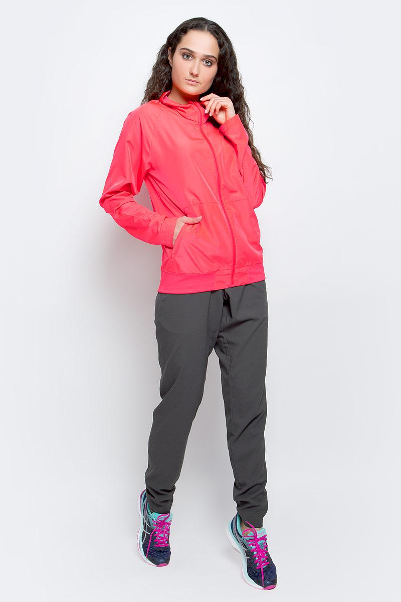 Костюм спортивный женский Asics W Club Woven Suit, цвет: розовый. 141158-0688. Размер S (42/44)141158-0688Спортивный женский костюм Asics W Club Woven Suit подчеркнет вашу индивидуальность. Костюм состоит из ветровки и брюк. Костюм изготовлен из легкого материала, приятного на ощупь. Ветровка с воротником-стойкой застегивается на застежку-молнию. Брюки дополнены эластичным поясом. Такой костюм будет дарить вам комфорт и послужит замечательным дополнением к вашему гардеробу.