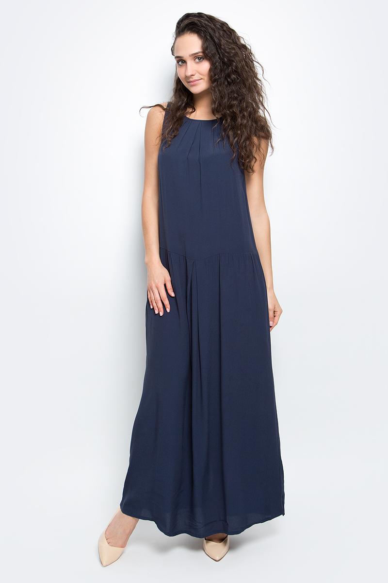 Платье Baon, цвет: темно-синий. B457095_Dark Navy. Размер S (44)B457095_Dark NavyСтильное платье Baon выполнено из легкого вискозного материала. Модель макси-длины и свободного кроя - прекрасный вариант на лето. Платье с круглым вырезом горловины и без рукавов застегивается на пуговицы на спинке. Платье оформлено крупными складками и дополнено двумя карманами по бокам.