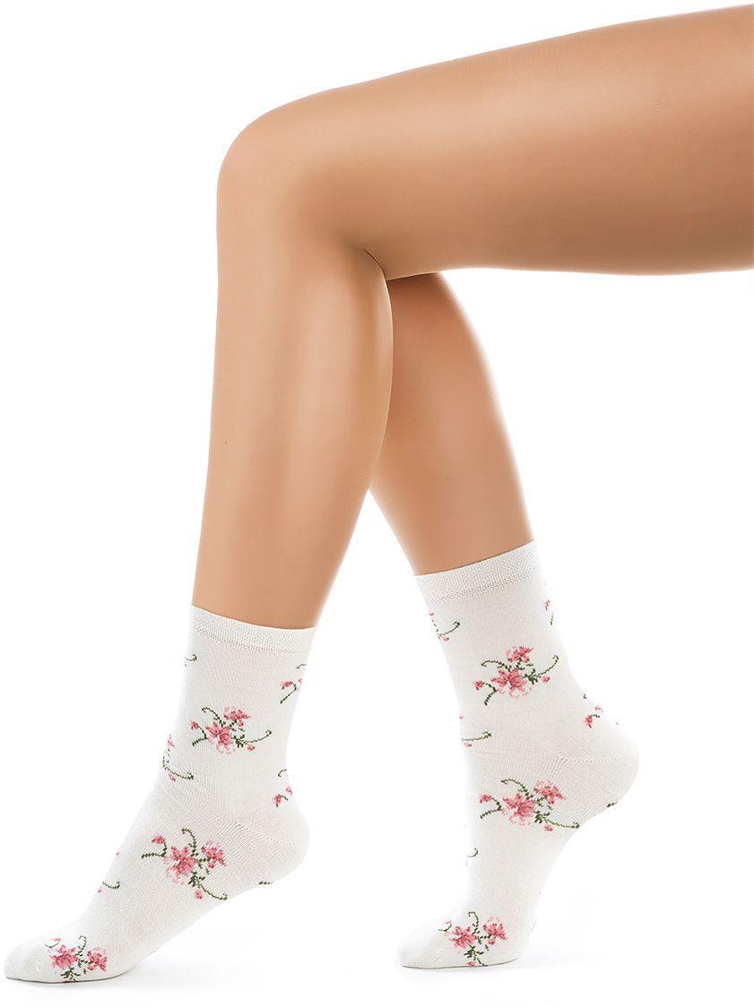 Носки женские Charmante, цвет: панна. SCHK-1606. Размер 25 (38/40)SCHK-1606Женские носки Charmante с удлиненным паголенком изготовлены из высококачественного материалаобеспечивающего великолепную посадку. Удобная широкая резинка идеально облегает ногу и не пережимает сосуды, усиленные пятка и мысок повышают износоустойчивость носка.