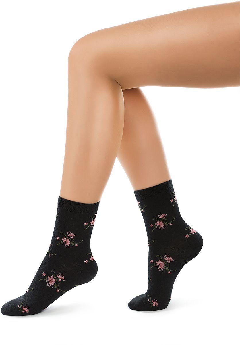 Носки женские Charmante, цвет: черный. SCHK-1606. Размер 23 (35/37)SCHK-1606Женские носки Charmante с удлиненным паголенком изготовлены из высококачественного материалаобеспечивающего великолепную посадку. Удобная широкая резинка идеально облегает ногу и не пережимает сосуды, усиленные пятка и мысок повышают износоустойчивость носка.