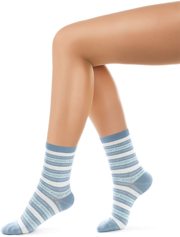 Носки женские Charmante, цвет: голубой. SCHK-1610. Размер 23 (35/37)SCHK-1610Женские носки Charmante с удлиненным паголенком изготовлены из высококачественного материалаобеспечивающего великолепную посадку. Удобная широкая резинка идеально облегает ногу и не пережимает сосуды, усиленные пятка и мысок повышают износоустойчивость носка.