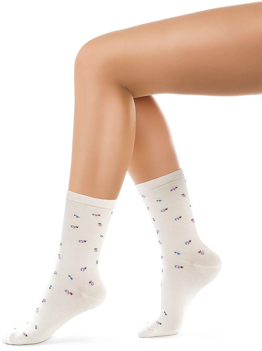 Носки женские Charmante, цвет: панна. SCHK-1617. Размер 23 (35/37)SCHK-1617Женские носки Charmante с удлиненным паголенком изготовлены из высококачественного материалаобеспечивающего великолепную посадку. Удобная широкая резинка идеально облегает ногу и не пережимает сосуды, усиленные пятка и мысок повышают износоустойчивость носка.