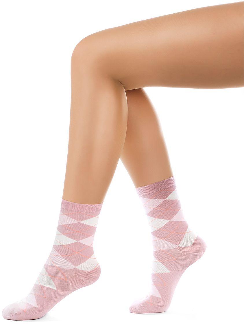 Носки женские Charmante, цвет: розовый. SCHK-1618. Размер 25 (38/40)SCHK-1618Женские носки Charmante с удлиненным паголенком изготовлены из высококачественного материалаобеспечивающего великолепную посадку. Удобная широкая резинка идеально облегает ногу и не пережимает сосуды, усиленные пятка и мысок повышают износоустойчивость носка.