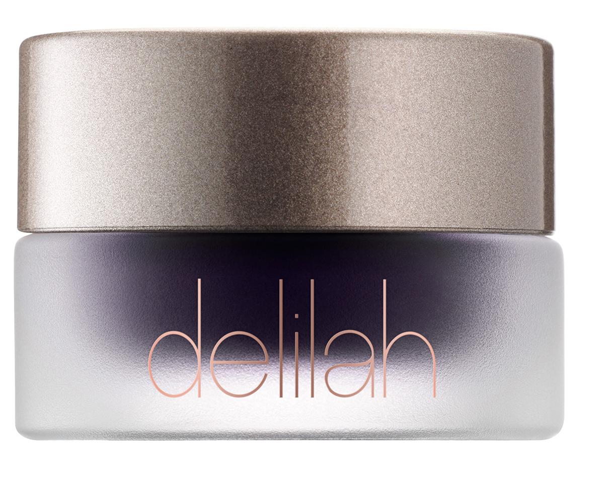 Delilah Гелевая подводка тон Plum, 4 грDLL1503Гелевая подводка для глаз Gel Line имеет мягкую текстуру, благодаря которой легко наносится, и глубокий насыщенный цвет. Ее стеклянная упаковка – это настоящая «банка чудес»: Gel Line позволяет нарисовать яркую, глубокую и точную линию, которая не смывается водой и не смазывается. Для идеальных стрелок используйте кисть для подводки delilah.