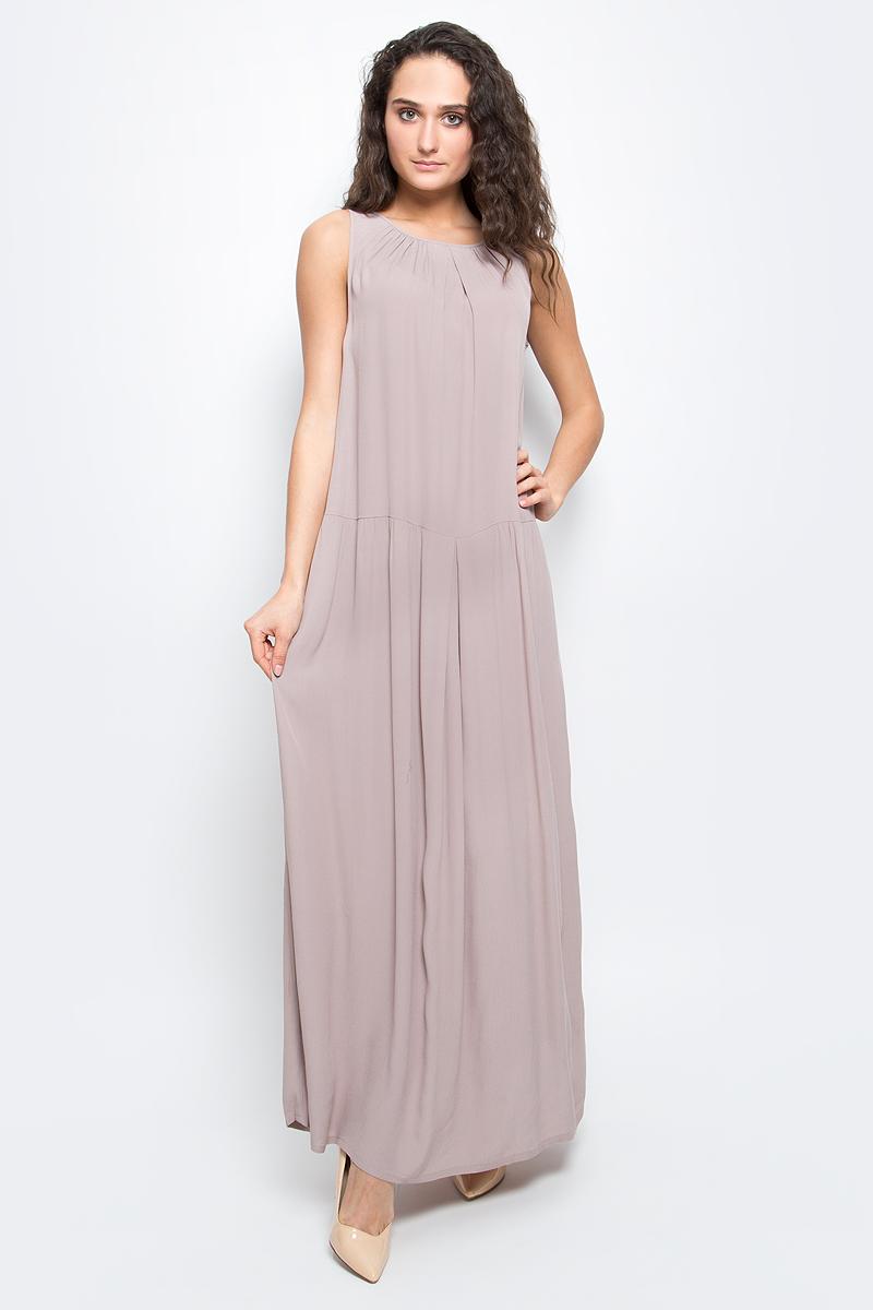 Платье Baon, цвет: бежевый. B457095_Pastel. Размер S (44)B457095_PastelСтильное платье Baon выполнено из легкого вискозного материала. Модель макси-длины и свободного кроя - прекрасный вариант на лето. Платье с круглым вырезом горловины и без рукавов застегивается на пуговицы на спинке. Платье оформлено крупными складками и дополнено двумя карманами по бокам.