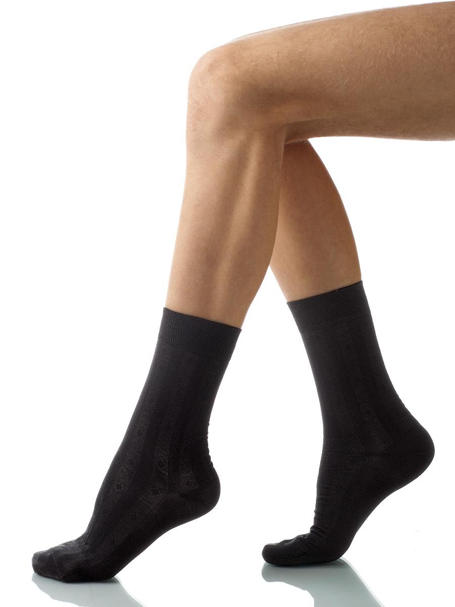 Носки мужские Charmante, цвет: черный. SCHM-1001. Размер 25-27 (39/41)SCHM-1001Мужские носки Charmante с удлиненным паголенком изготовлены из высококачественного материалаобеспечивающего великолепную посадку. Удобная широкая резинка идеально облегает ногу и не пережимает сосуды, усиленные пятка и мысок повышают износоустойчивость носка.