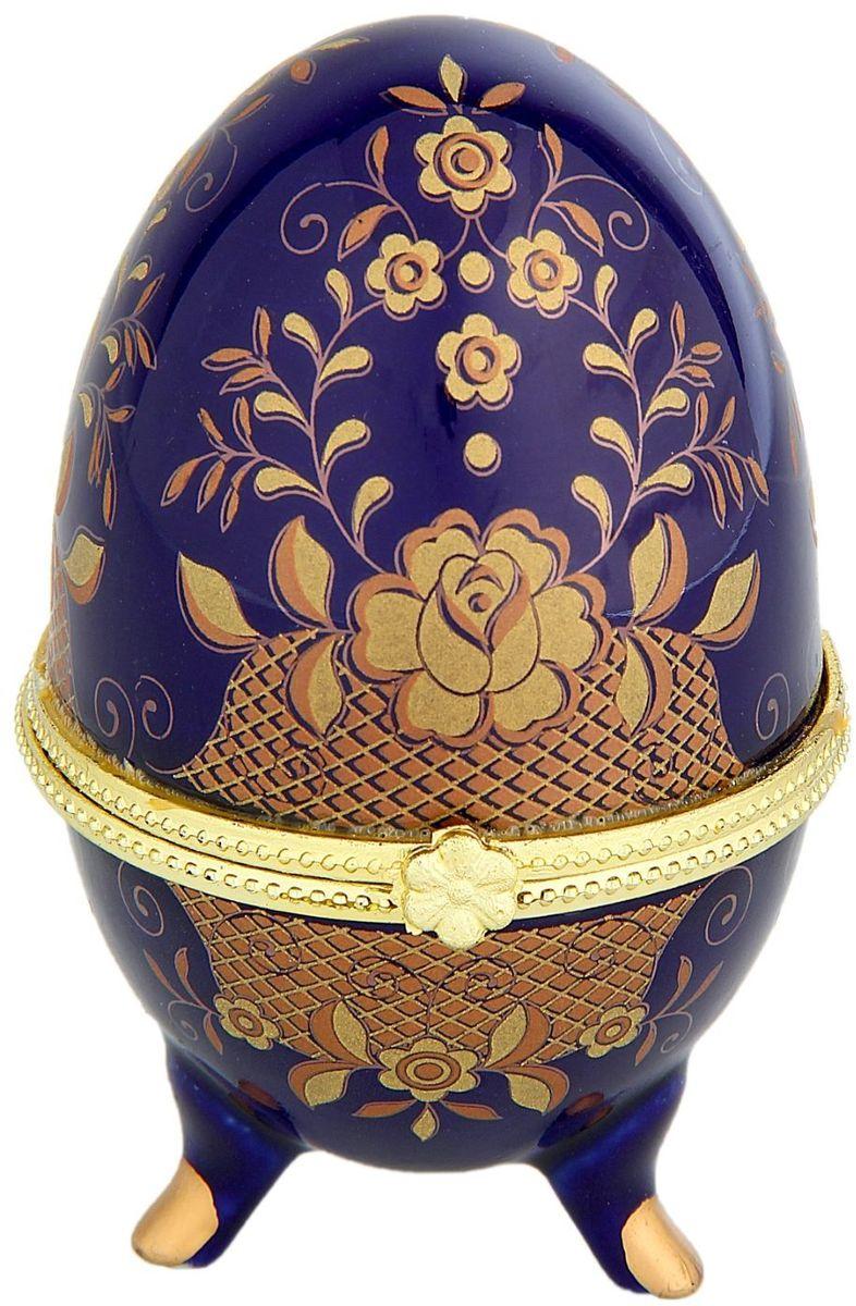 Шкатулка Sima-land Полянка, 6 х 10 смG170Шкатулка для украшений, выполненная в форме яйца, за последние годы стала традиционным и очень популярным пасхальным подарком. Витыеузоры и рисунки, искусно сочетаясь между собой, создают целостную композицию, украшающую ее поверхность. Шкатулка крепится на трехизогнутых ножках и эффектно смотрится на полке, комоде, камине или в серванте. В ассортименте представлены шкатулки разных цветов,декорированные затейливыми узорами, цветами и прочими элементами. Изысканный и утонченный подарок к самому главному православномупразднику!