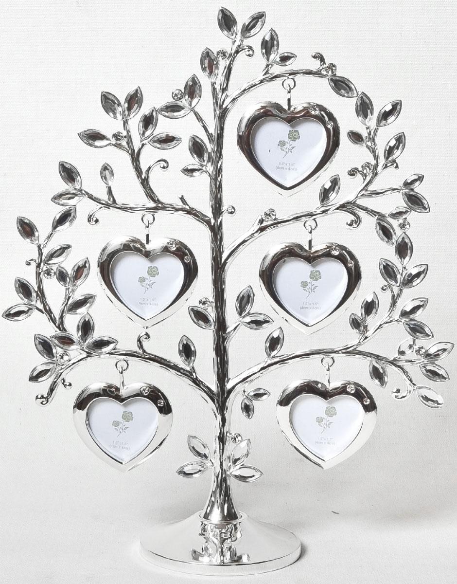 Фоторамка Platinum Дерево. Сердца, цвет: светло-серый, на 5 фото, 3 x 4 см. PF10789B5 фоторамок на дереве PF10789BДекоративная фоторамка Platinum Дерево. Сердца выполнена из металла. На подставке в виде дерева подвешиваются пять рамочек в форме сердец. Фоторамка украшена стразами. Изысканная и эффектная, эта потрясающая рамочка покорит своей красотой и изумительным качеством исполнения. Фоторамка Platinum Дерево. Сердца не только украсит интерьер помещения, но и поможет разместить фото всей вашей семьи.Высота фоторамки: 28 см.Фоторамка подходит для фотографий 3 x 4 см. Общий размер фоторамки: 21 х 6 х 28 см.