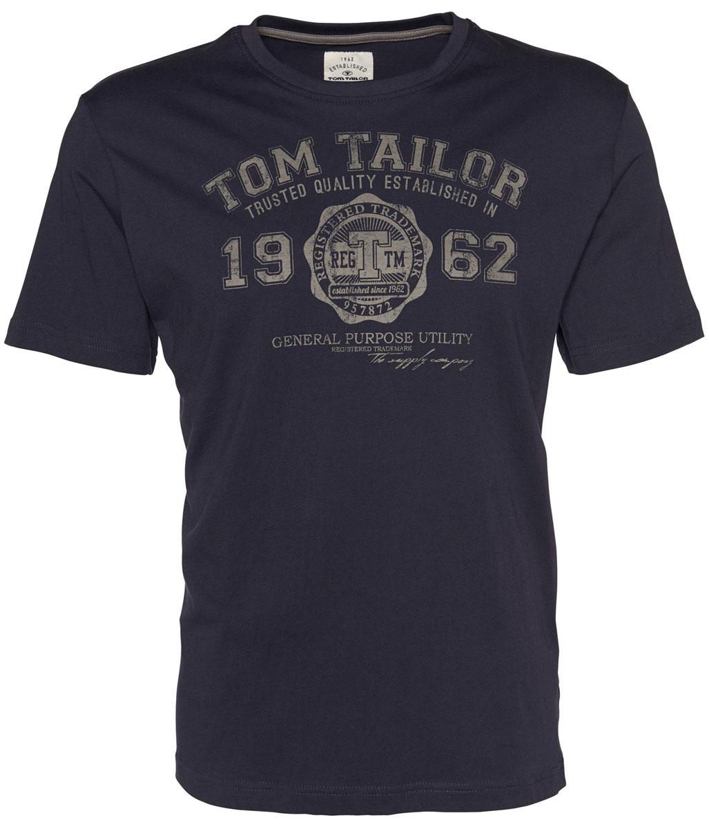 Футболка мужская Tom Tailor, цвет: темно-синий, серый. 1023549.09.10_6000. Размер L (50)1023549.09.10_6000Модная мужская футболка Tom Tailor, изготовленная из натуральногохлопка, прекрасно подойдет для повседневной носки. Материал очень мягкий иприятный на ощупь, не сковывает движения и позволяет коже дышать. Футболка с короткими рукавами и круглым вырезом горловины оформленаоригинальным принтовым рисунком и различными надписями. В ней вы всегда будете чувствовать себя уютно и комфортно.