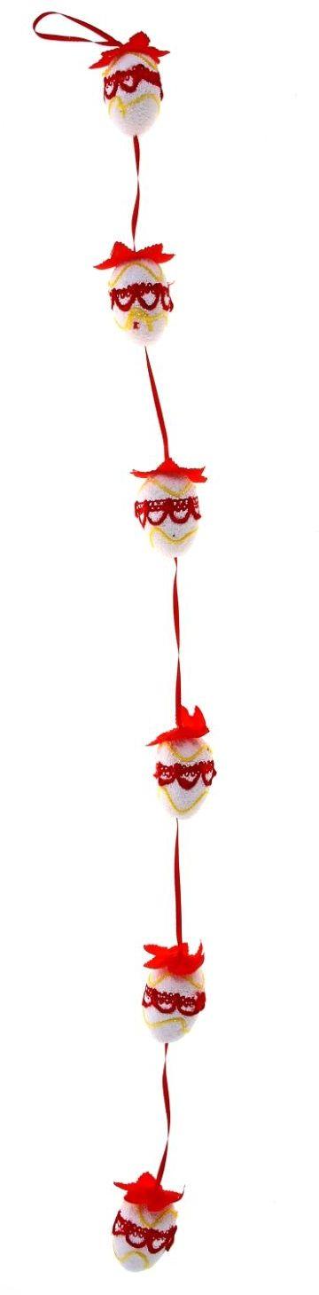 Сувенир пасхальный Sima-land Гирлянда вышивка, цвет: красный, 6 яиц114863К Пасхе, как и к любому празднику, следует подготовиться заранее. Декорирование дома в этом вопросе занимает далеко не последнее место. На что следует обратить внимание при оформлении праздничного стола и при создании праздничного антуража? Во-первых, цветовая гамма; во-вторых, пасхальные символы и их значение, ну и, в-третьих, возрастная категория гостей, присутствующих на празднике.Перед вами сувенир Пасхальная гирлянда, красная вышивка (6 яиц) - весенний пасхальный декор, который способен преобразить любое жилое пространство к празднику. Сувенир выполнен из пенопласта и за счет этого имеет невесомую форму. Яички исполнены в нежных оттенках, закреплены на лентах, что придает им свежесть и невесомость. Также стоит отметить, что яйцо – это символ новой жизни и возрождения. Такой стильный аксессуар, без сомнения, понравится как взрослым, так и деткам.