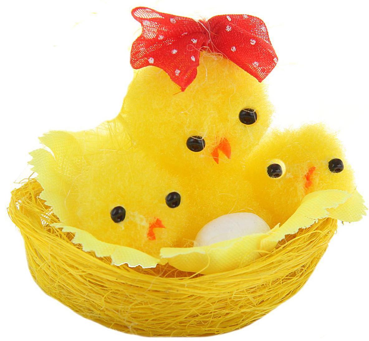 Сувенир пасхальный Sima-land Цыпа с цыплятами и яйцом в корзинке, 5 х 5 х 4 см сувенир sima land обезьянка в шарфике цвет желтый 7 х 5 7 х 8 5 см