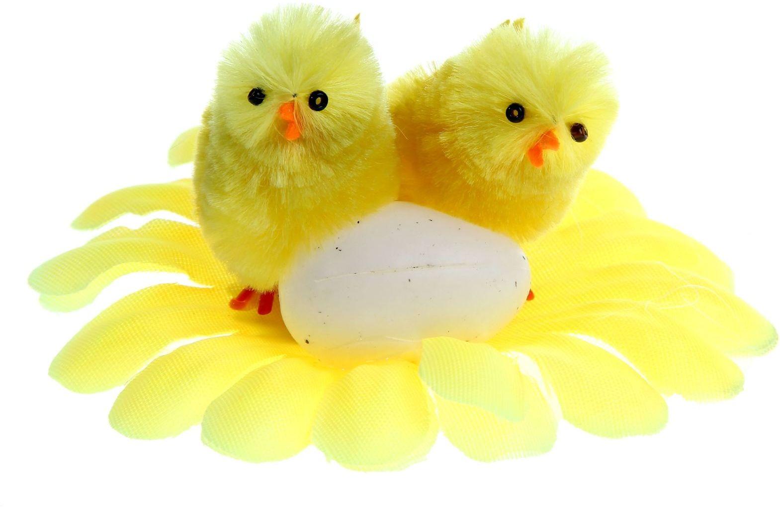 Сувенир пасхальный Sima-land Парочка с яйцом на цветке, 9 х 9 х 5 см945821Сувенир Парочка с яйцом на цветке - самый популярный пасхальный декор. Фигурками цып принято декорировать праздничный пасхальный стол во многих странах мира. Россия не исключение.Вы можете украсить таким замечательным сувениром тарелку гостей, превратив её в гнездо. Или преподнести его в качестве подарка близкому человеку.