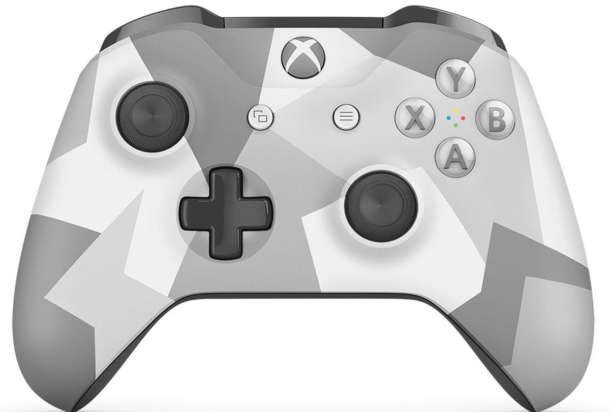 Xbox One Winter Forces беспроводной геймпадWL3-00044Ощутите невероятное удобство управления с беспроводным геймпадом Xbox One Winter Forces. Импульсные триггеры обеспечивают вибрационную обратную связь, так что вы почувствуете малейшую тряску и столкновения с высочайшей точностью. Отзывчивые мини-джойстики и усовершенствованная крестовина повышают точность. А к 3,5 - мм стереогнезду можно напрямую подключить любую совместимую гарнитуру.Почувствуйте игру благодаря импульсным триггерам. Вибрационные электродвигатели в триггерах обеспечивают прецизионную обратную связь, передавая отдачу оружия, столкновения и тряску для достижения невиданного реализма в играх!Теперь геймпад оснащен 3,5-мм стереогнездом, к которому можно напрямую подключить любимую игровую гарнитуру.Поддерживается беспроводное обновление прошивки, благодаря чему для обновления не требуется подключать геймпад с помощью кабеля USB.ТочностьКрестовина отлично реагирует как на касания, так и на нажатия навигационных кнопокМини-джойстики удобнее в использовании и точнее работаютТриггеры и бамперы ускоряют доступ к командамКомфортРазмер и контуры геймпада комфортны для рук любого игрокаБатареи скрыты в корпусе, благодаря чему геймпад удобнее лежит в рукеДругие особенностиКомплект поставки: беспроводной геймпад и 2 батареи типоразмера AAРадиус действия до 6 мК консоли можно одновременно подключить до 8 беспроводных геймпадовКнопки Меню и Просмотр облегчают навигациюПростая привязка профилей к геймпадуК новому встроенному стереогнезду для гарнитуры можно подключить дополнительные устройства, например гарнитуру для чатаГеймпад совместим с зарядным устройством для геймпада Xbox One, гарнитурой для чата Xbox One и стереогарнитурой Xbox One.