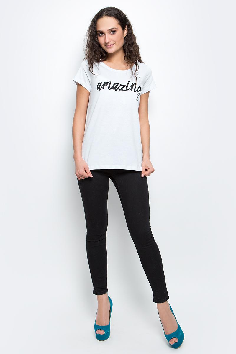 Футболка женская Baon, цвет: бледно-голубой. B237061_Frost. Размер S (44)B237061_FrostСтильная женская футболка Baon изготовлена из натурального хлопка. Материал очень мягкий и приятный на ощупь. Модель прямого кроя с круглым вырезом горловины и короткими рукавами на груди оформлена надписью: Amazing.Такая футболка займет достойное место в вашем гардеробе.