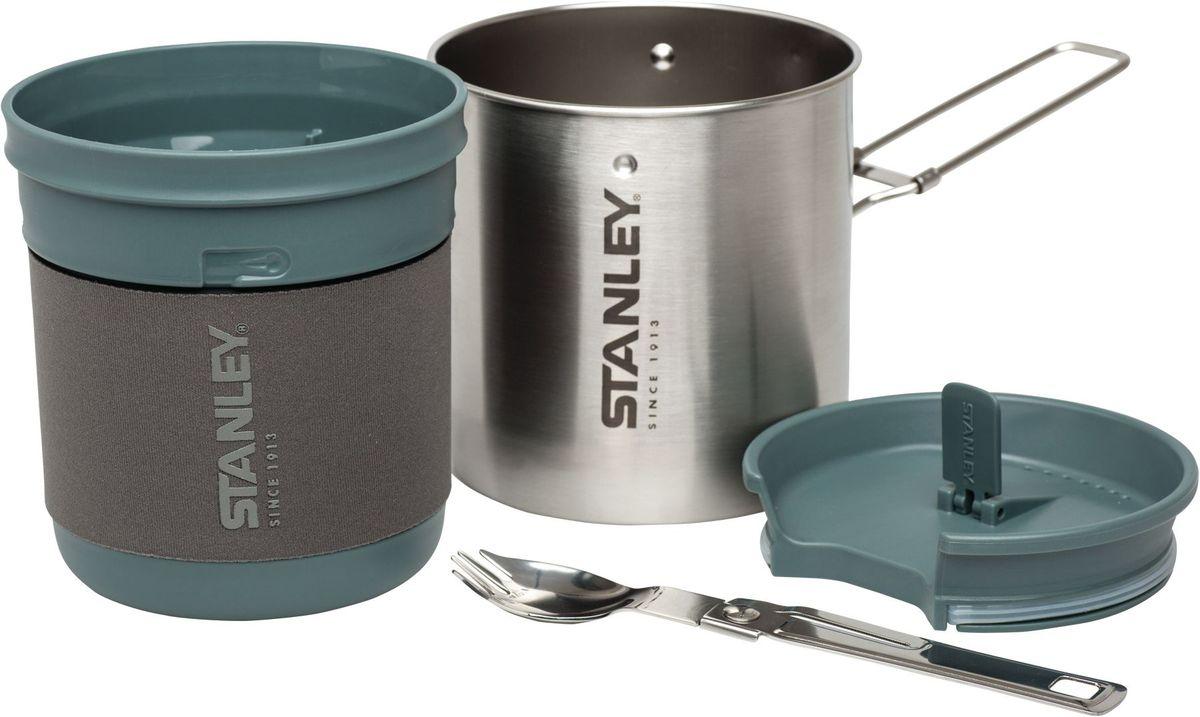 Набор походной посуды Stanley Mountain, цвет: стальной, 3 предмета10-01856-002Набор походной посуды Stanley Mountain содержит котелок объемом 0,7 литра, пластиковую чашу и столовый прибор. Все элементы набора можно сложить в котелок для экономии места в рюкзаке.Котелок выполнен из нержавеющей стали и оснащен удобной складной ручкой.Пластиковая чаша объемом 0,7 литра предназначена для использования в качестве чаши или тарелки. На внутренней стенке чаши нанесены деления. Верхняя крышка имеет прорезиненные уплотнители и отверстие для питья. Таким образом такая чаша будет поддерживать пищу или напиток горячими длительное время, а съемная неопреновая повязка на чаше поможет не обжечь руки.В комплекте также имеется складная хромированная ложка, которую можно использовать в качестве вилки.
