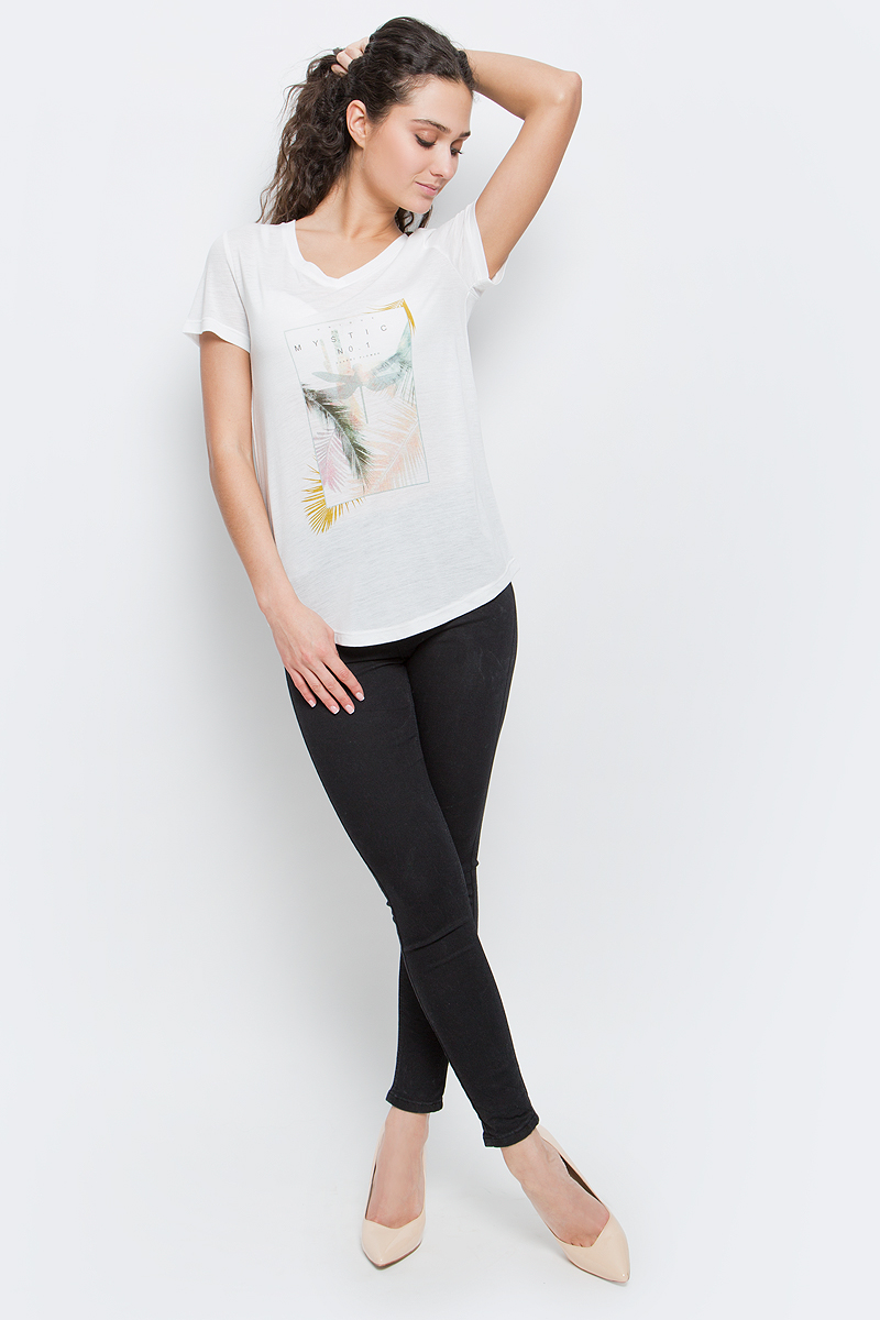 Футболка женская Baon, цвет: белый. B237038_Milk. Размер XL (50)B237038_MilkСтильная женская футболка Baon изготовлена из вискозы с добавлением полиэстера. Материал очень мягкий и приятный на ощупь. Модель свободного кроя с V-образным вырезом горловины и короткими рукавами спереди оформлена оригинальным принтом. Нижний край изделия имеет полукруглую форму. Такая футболка займет достойное место в вашем гардеробе.
