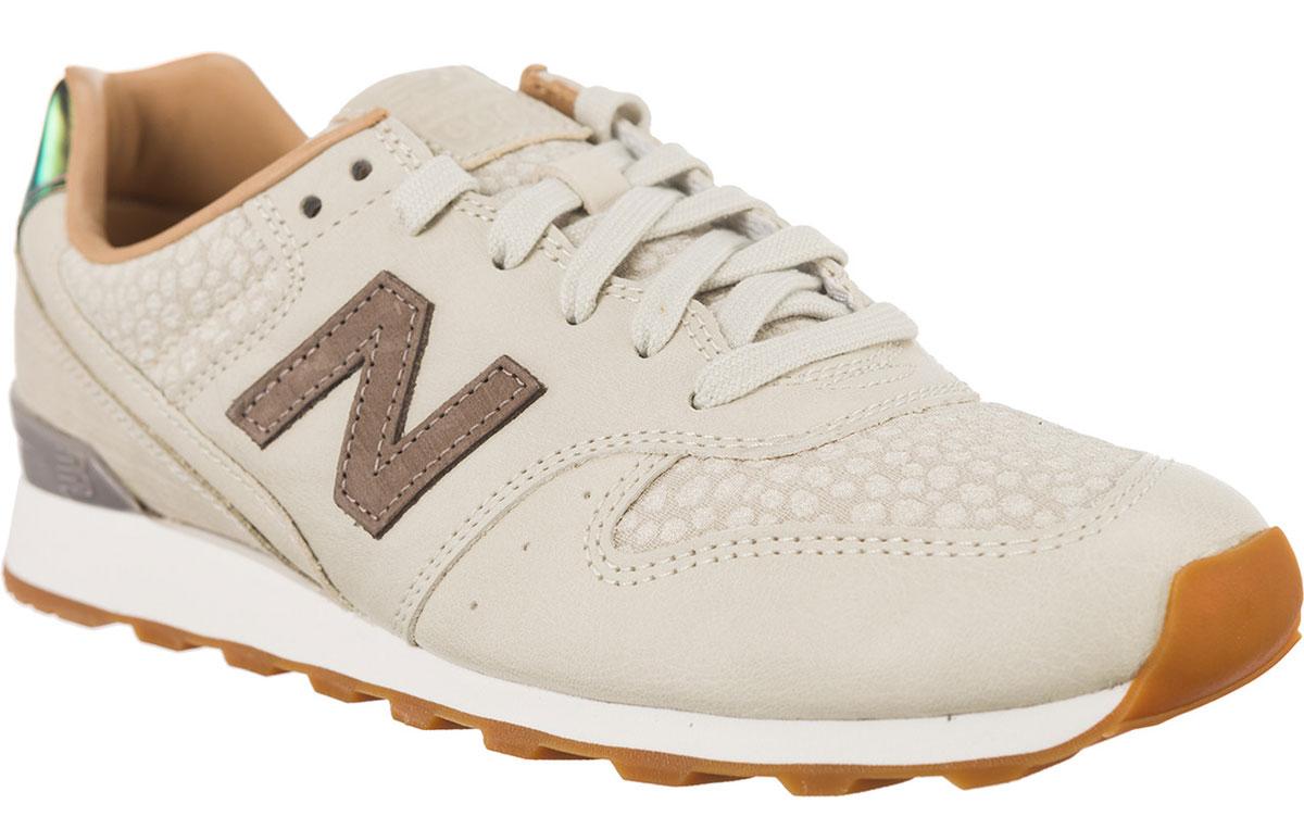 Кроссовки женские New Balance 996, цвет: бежевый. WR996GFR/B. Размер 9,5 (41)WR996GFR/BСтильные женские кроссовки от New Balance придутся вам по душе. Верх модели выполнен из высококачественных материалов. По бокам обувь оформлена декоративными элементами в виде фирменного логотипа бренда, на язычке - фирменной нашивкой, задник логотипом бренда. Модель дополнена на мысе тиснением. Классическая шнуровка надежно зафиксирует изделие на ноге. Подошва оснащена рифлением для лучшей сцепки с поверхностями. Удобные кроссовки займут достойное место среди коллекции вашей обуви.